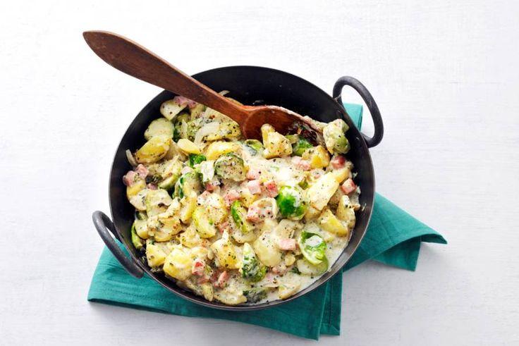 Supersnelle spruitjes waar je maar één pan en 15 minuten voor nodig hebt. - recept - Allerhande