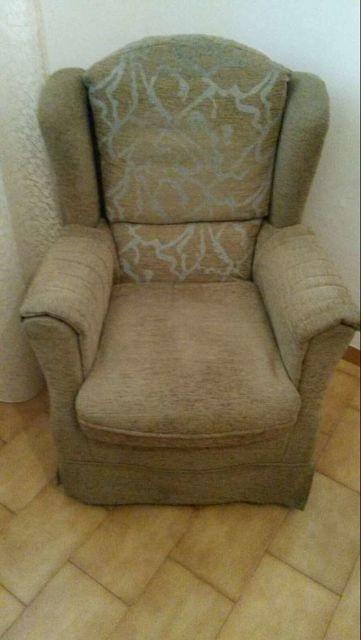 . Vendo dos sillones orejeros practicamente nuevos