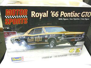 REVELL 1:25 Royal '66 Pontiac GTO  Niveau 2 37.99$ Achetez-le info@laboiteasurprisesdenicolas.ca