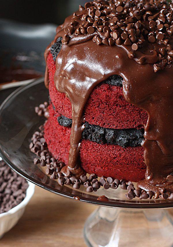 Wij kunnen de hint van chocolade en de romige textuur van het glazuur al proeven bij het zien van onderstaande foto's. Welk recept ga jij maken? 1. Red Velvet Oreo chocolade-truffeltaart.  2. Red Velvet koekjes met hartjes. 3. Red Velvet donuts met roomkaasglazuur en sprinkles. 4. Red Velvet cookie dough repen. 5. Red and […]