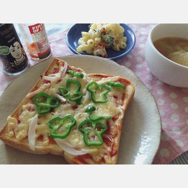 夜が明ける前に 泊まりに行った息子とLINEしたり 駅まで1人送って行ったり その後二度寝して からの朝ごはん 久々のピザトースト  今日はおひな様片づけようかな   #おはよう #goodmorning #朝ごはん #朝ごパン #morning #おうちごはん #手作り #ピザトースト #前の職場で #よく作った #スープに見えるけど実はお味噌汁 #マカロニサラダ  #休日 #おひな様かたづけ #今ごろ #おひなさましまうのさみしい  #instafood #foodpics #yummy #toast #pizza by biho.y