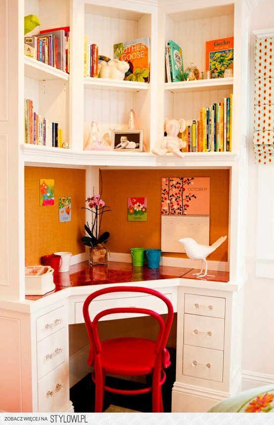 The lower part of this corner desk. A design idea for under the loft bed
