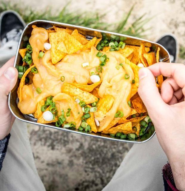 Lust auf einen selbst gemachten und einfachen Bier-Käse-Dip mit Cheddar zu euren Tortilla-Chips? Perfekt für den nächsten Cheatday!