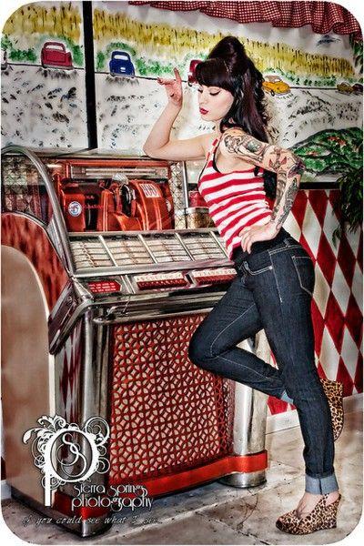rockabilly jukebox pinup