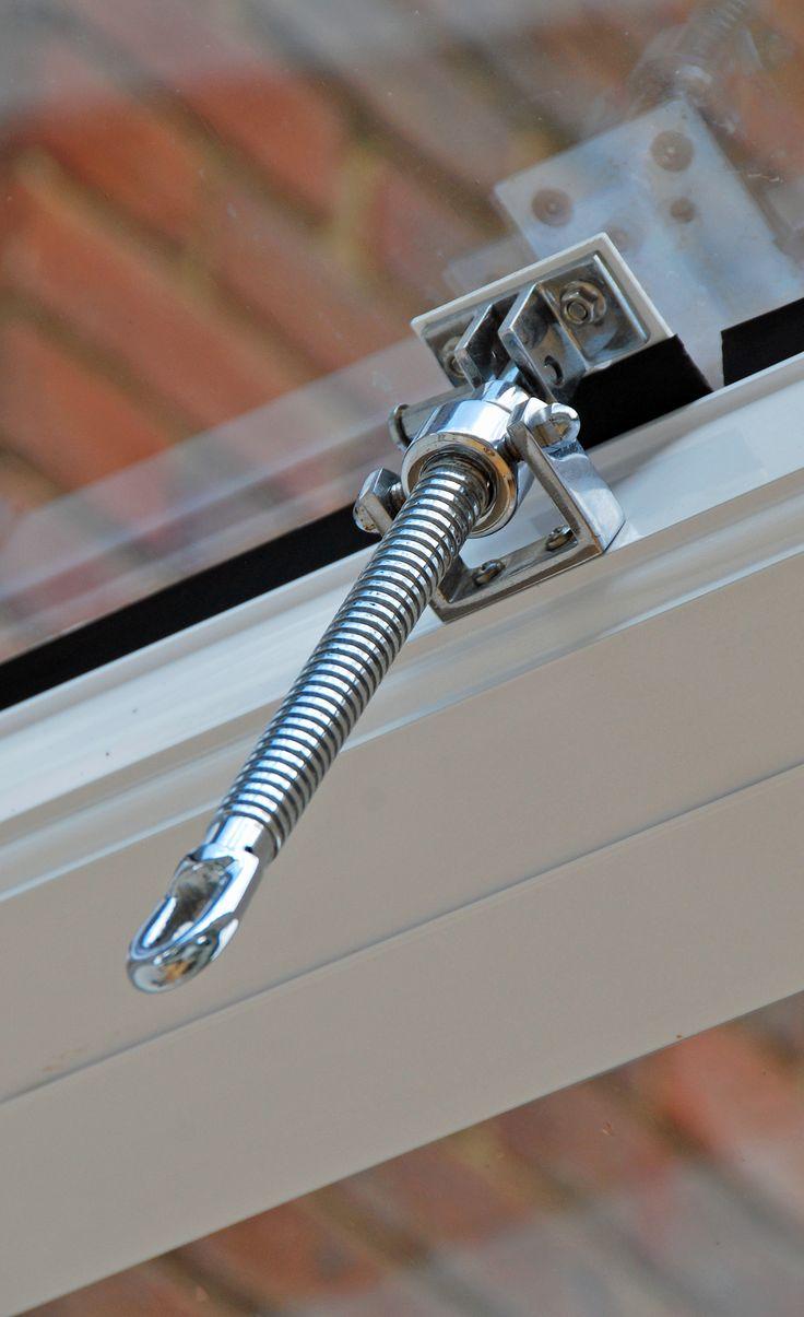 Manual roof vent mechanism