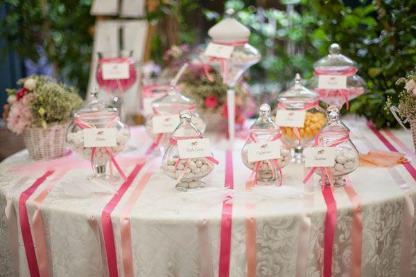 pink sweet table // more on http://weddingwonderland.it/2014/11/matrimonio-country-shabby-chic.html