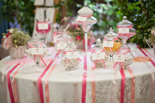 pink sweet table // more on http://weddingwonderland.it/2014/11/matrimonio-country-shabby-chic.html