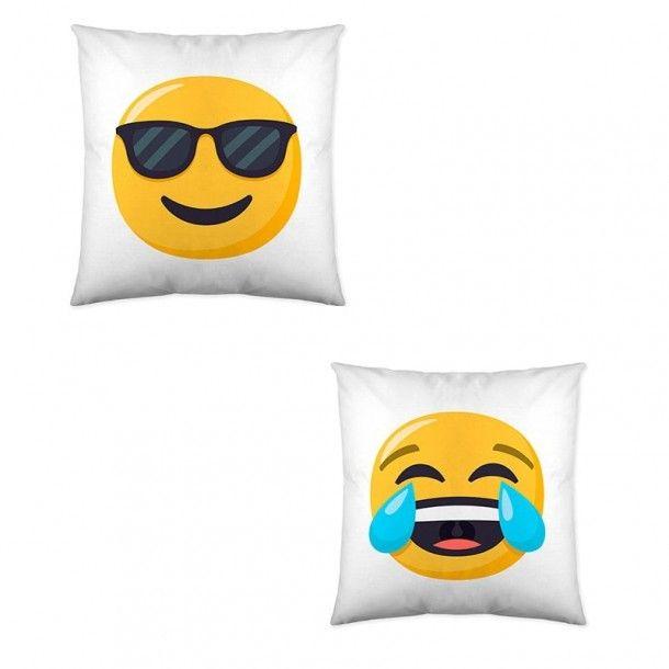 Cojín Decorativo 1 Emoji. Divertida funda de cojín reversible con el emoji de las gafas de sol en una cara y el de la risa en la otra. Combínalo con el resto de artículos de la línea Emoji. ¡A tus hijos les encantará!