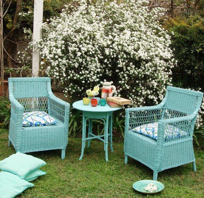 Sillones de Carmen Rojnica Home | Clásicos sillones de mimbre de la línea Flower Power. Pintados en colores vibrantes, resisten al sol y son ideales, sobre todo, para zonas húmedas cercanas al mar ($1.600, Carmen Rojnica Home).