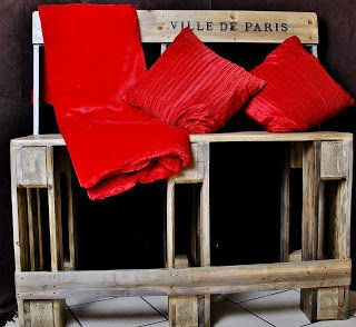 Pallet bench project: Sturdy High Bench made from Salvaged and Re-purposed pallets   #Bench, #Pallet, #Stool
