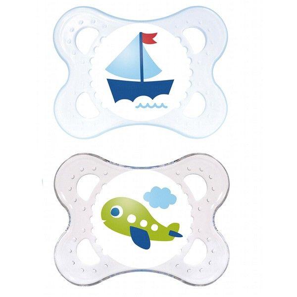 Sa collerette préserve la peau grâce à ses larges ouvertures, le contact avec la peau est agréable pour votre bébé, il ne sera donc pas gêné. Le bouton est facile à attraper et l'attache sucette se fixe très facilement. La forme de la sucette est adaptée à la mâchoire grâce à une collaboration entre MAM et des dentiste pour assurer un développement bucco-dentaire optimal. #santediscount #mam #bebe #baby #enfants #nourrissons #sucettes #puericultrice