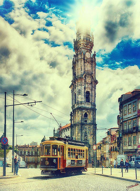 El sentido de faro de tierra. de en de olor sobre región, Tower de los clérigos, Porto, Portugal