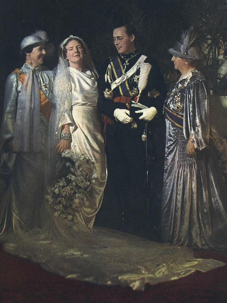 Op 7 januari 1937 trouwde Juliana met Bernhard. Rechts moeder Koningin Wilhelmina en links moeder van Bernard Prinses Armgard van Lippe-Biesterfeld
