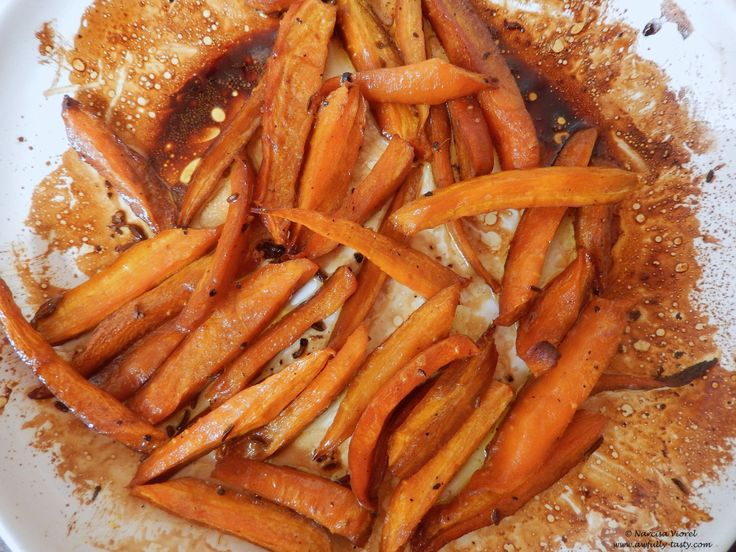 Morcovii caramelizați în sirop de rodie.  Roasted carrots in pomegranate molasses.