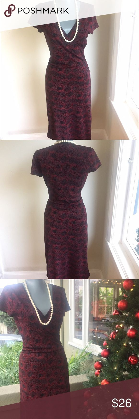 """❤Sale❤Chic. Nine West Red and Black Dress. Enough stretch to fabric to fit well.  Bust 34"""". Waist 26"""". Hips 35"""". Waist to hem 27"""". Gorgeous. Nine West Dresses"""