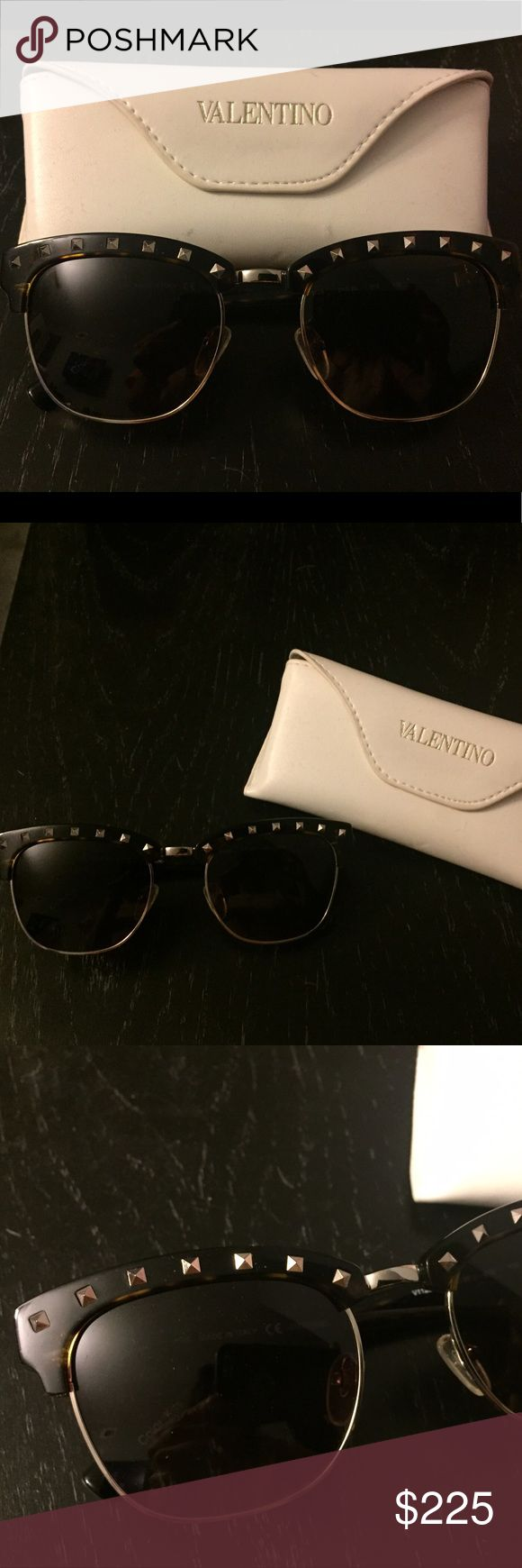 "😎SALE! Authentic Valentino rockstud sunglasses😎 Gorgeous authentic Valentino rock stud sunglasses. Tortoise color, with gold rock studs across the top and ""V"" logo on the temples. Comes with leather Valentino case. Valentino Accessories Sunglasses"