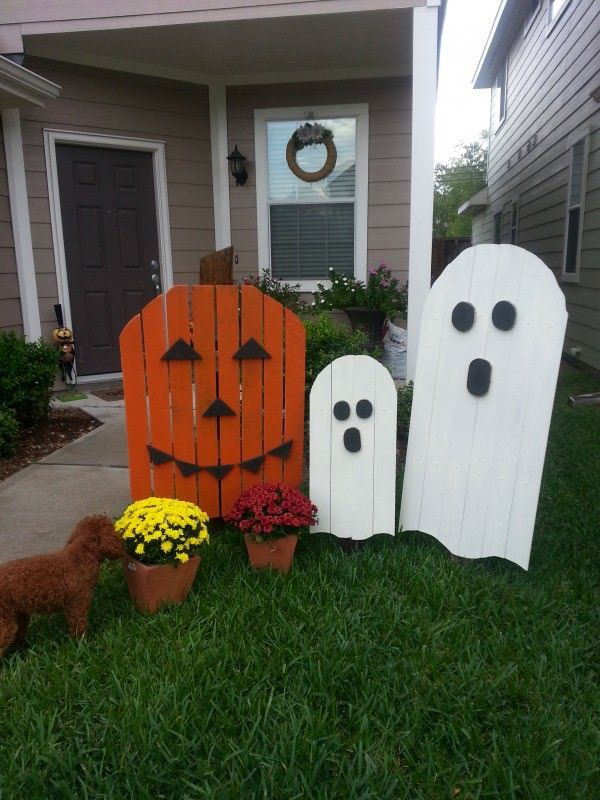 Using pallets or scrap wood to make LARGE pumpkins and/or ghost to stick around the yard