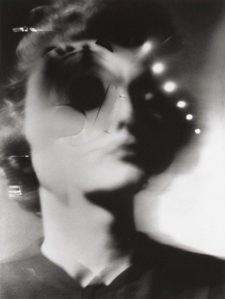 photo  ◙  by barbara morgan I966 brainwash (buffalo I900  † sleepy hollow, ny, I992) american photographer theme lumiére light reflet reflection flou blur portrait clair obscur contrast