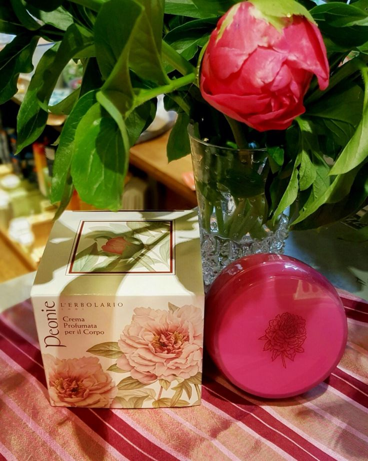 Those candid and beautiful peonies were and still are an ispiration in the Chinese culture. The sweet fragrance invade every single space, and so we decided to use it's perfume in a special moisturizing body cream. Try it and let us know what you think of it.