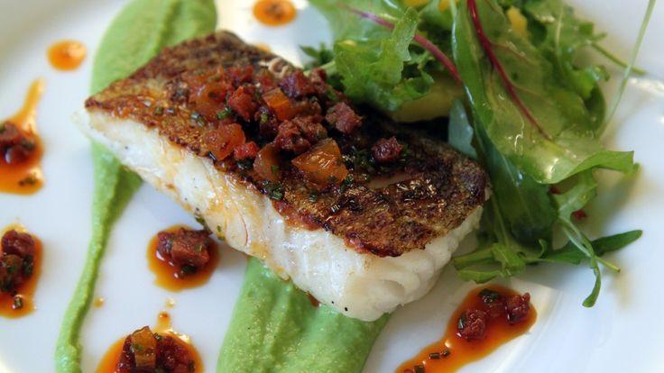Pannestekt torsk med ertepuré og chorizo