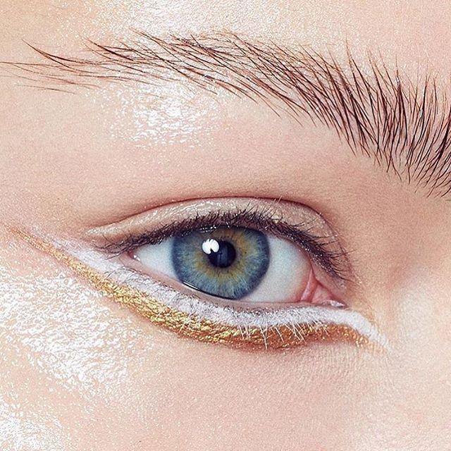 Double line under the eyes: golden and white / duplo delineado na linha inferior dos olhos em dourado e branco
