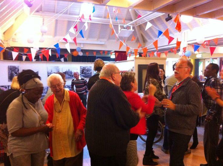 Tijdmachine - dansende ouderen