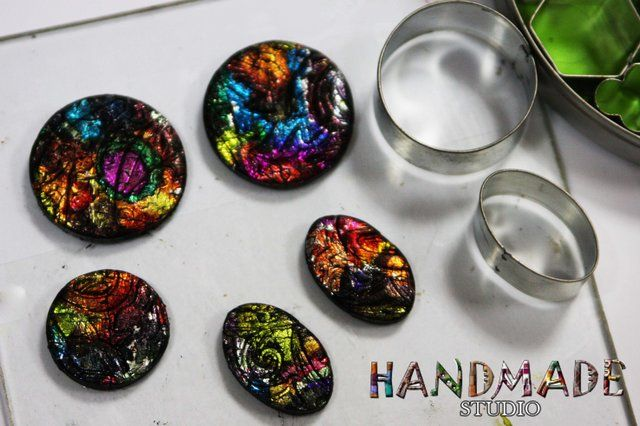 Make gorgeous cabochons  with polymer clay & alcohol inks.