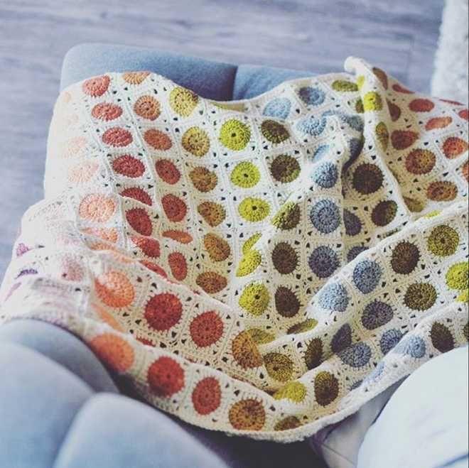 Superbe couverture Granny avec le tuto ! Free pattern Crochet Un Plaid aux jolies couleurs http:/:tricocotier.com