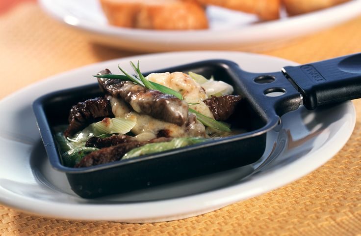 Raclette mit Rinderfilet   Kalorien: 723 Kcal - Zeit: 25 Min.   http://eatsmarter.de/rezepte/raclette-mit-rinderfilet