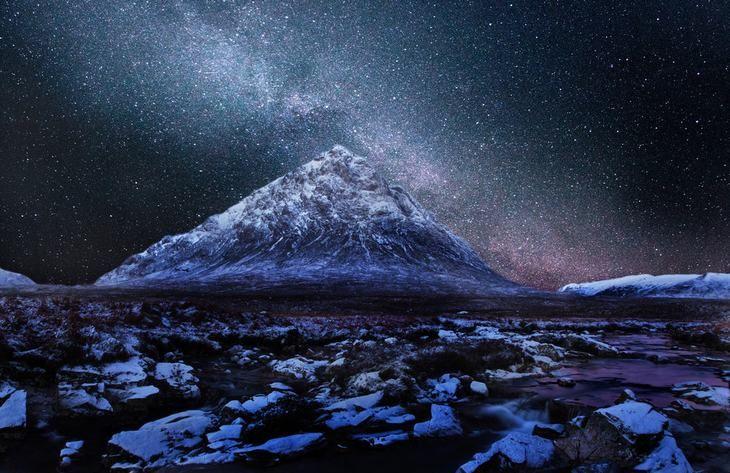 Buachaille Etive Mor  Este maravilloso pico da la impresión de ser una pirámide, pero realmente tiene esta forma debido al clima y a las condiciones geológicas de Escocia antes de que existiera Egipto. Las imágenes que puedes ver en horas de la noche estrellada, te dejarán totalmente sin palabras.