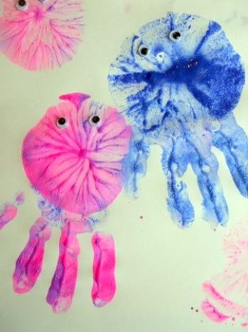 jellyfish hand- and balloon-prints using tempera paints.