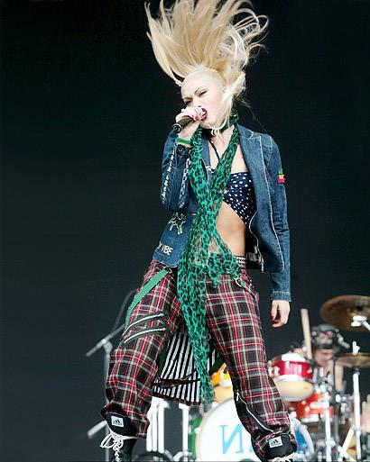 Gwen Stefani Style Gallery – View 23 Photos of Gwen Stefani - ELLE   2002