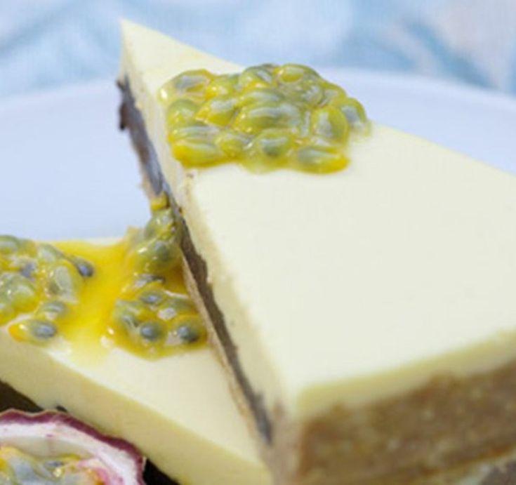 Tarte com creme de chocolate e mousse de queijo e maracujá