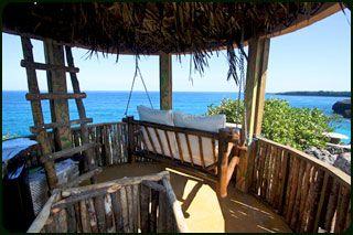 Jamaica, Port Antonio-  het ultieme Robinson gevoel. Afrikaanse (boom) hutten in de jungle aan zee. Romantisch en leuk voor een vakantie met wat oudere kinderen. www.greathuts.com