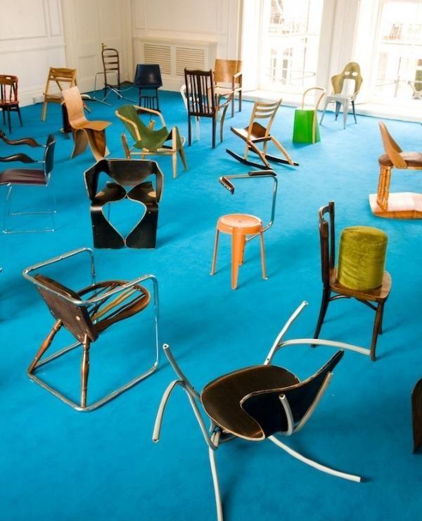 100 Stühle in 100 Tagen blauer Teppich-ungewöhnliche Stühle