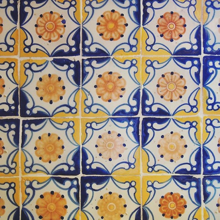 #2017goals include figuring out how to (p)retire and live a lush life à la Robert Brady surrounded by tiles like this  #cuernavaca #cdmxmas