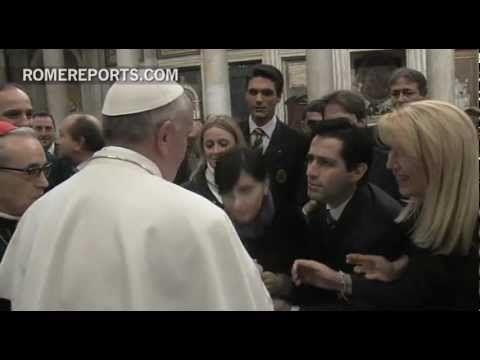 (Thu, Mar 14, 2013) Francis offers his second blessing as Pope to pregnant woman - YouTube