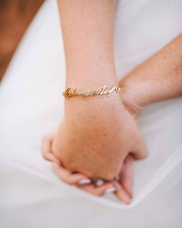 He got her the signature of her late grandmother as a bracelet so she could be here today with her. How cute! I'm seriously obsessed! #nhiyakayephoto #utahweddingphotographer #utahwedding #capitolreefwedding