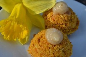 Carrot Cake Macaroons with Maple Icing