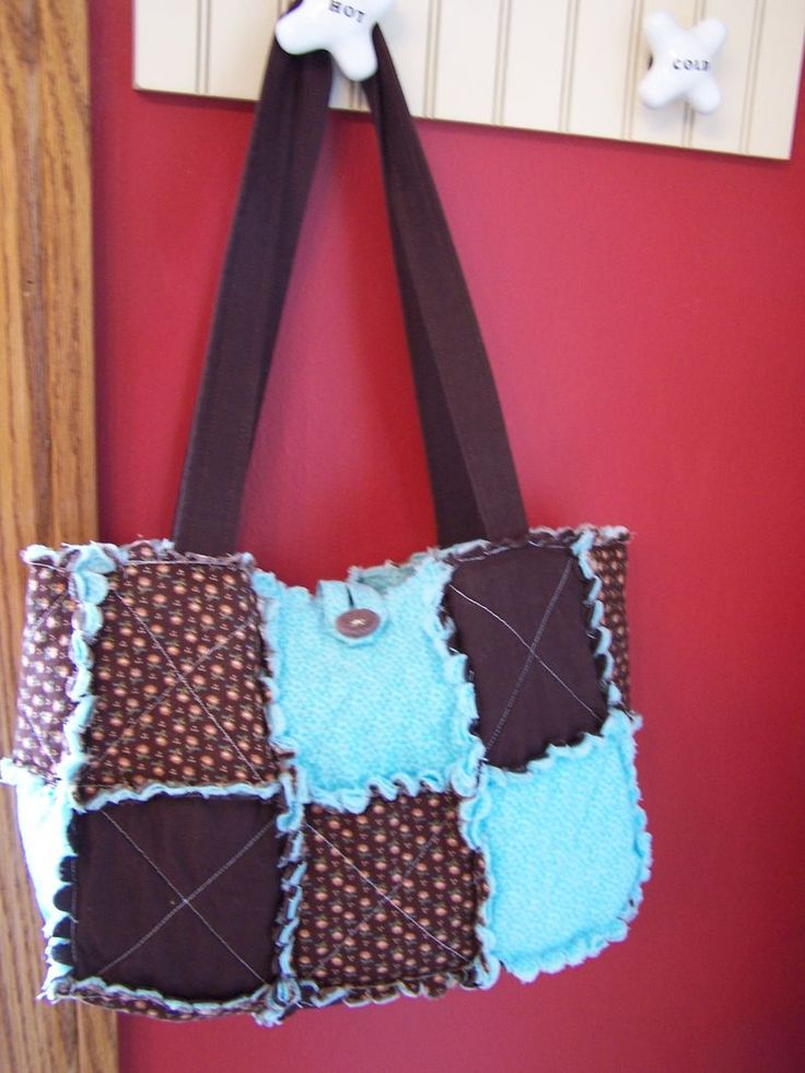 cute purse! I think ill make mine one more square taller and diff. fabric. Quilted Rag Purses with the Big Shot 001