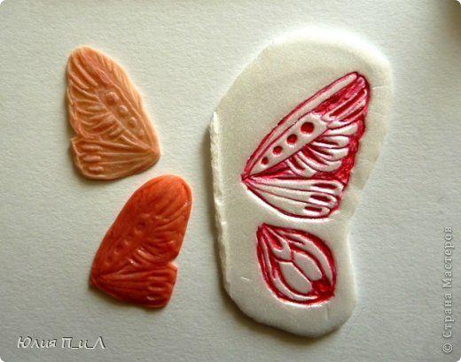 крышку от коробки (любую подобную упаковку или потолочную плитку) можно использовать и как форму для крыльев бабочки
