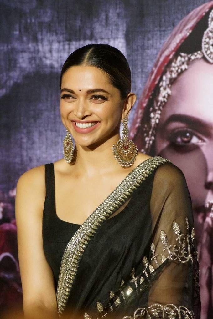 Indian Actress Deepika Padukone In Black At Movie Trailer Launch In 2020 Deepika Padukone Indian Actresses Beautiful Indian Actress