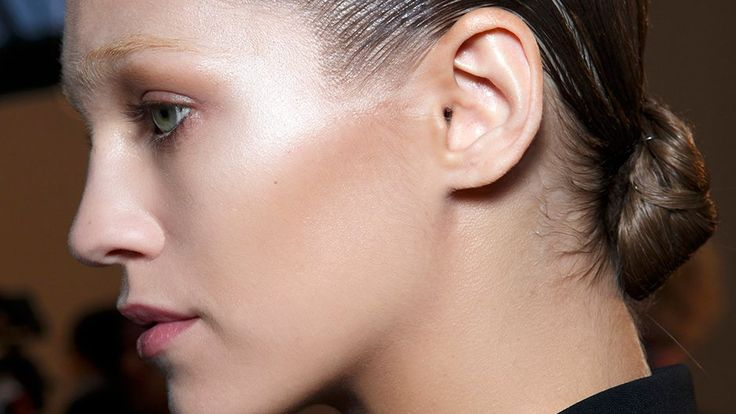 The 6 Best Drugstore Highlighters With Rave Reviews From Real Women