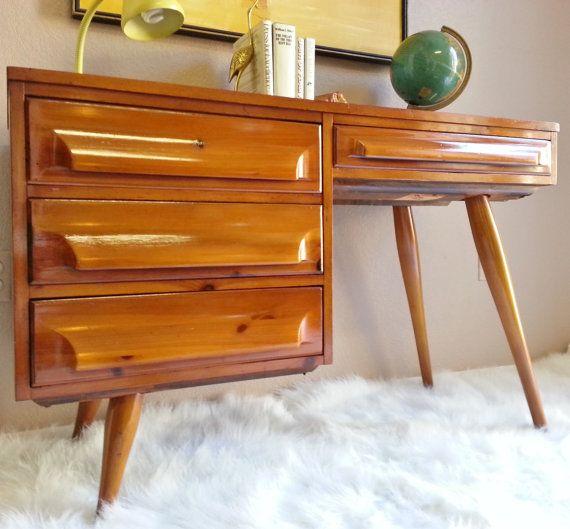 Ridotto di $100!  Ora solo $499!!    Estremamente raro Franklin Shockey solido legno di pino metà secolo moderna scrivania. Questo pezzo è stato
