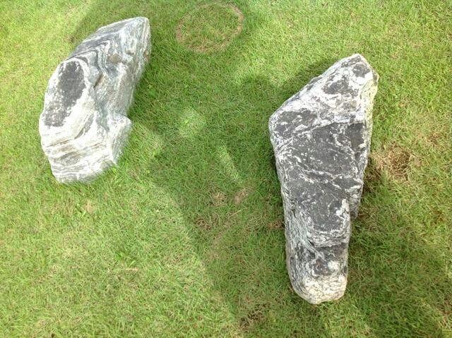 공사후 돌덩이가  뒤집어 보니 !~~ 신발그리고 발바닥 ~ 작품이~~ㅎ