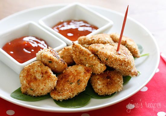 HEALTHY BAKED CHICKEN NUGGETS (chicken breasts, breadcrumbs, parmesan)