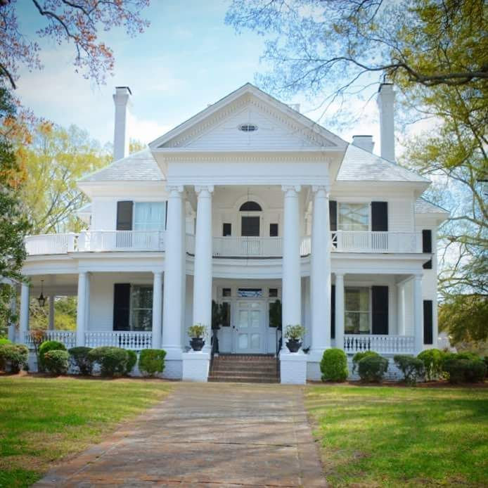 My Dream Home The Closest I Can Get To Living In My Own Little White House Colonial House Exteriors Luxury Exterior House Exterior
