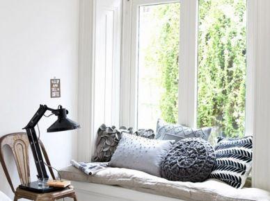 Leżanka w oknie w aranżacji sypialni (52933)