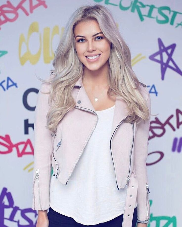 "Chloé Boucher - ""At the #lorealhair Colorista event 😊💗 #loreal #beauty #blogger #ootd"""