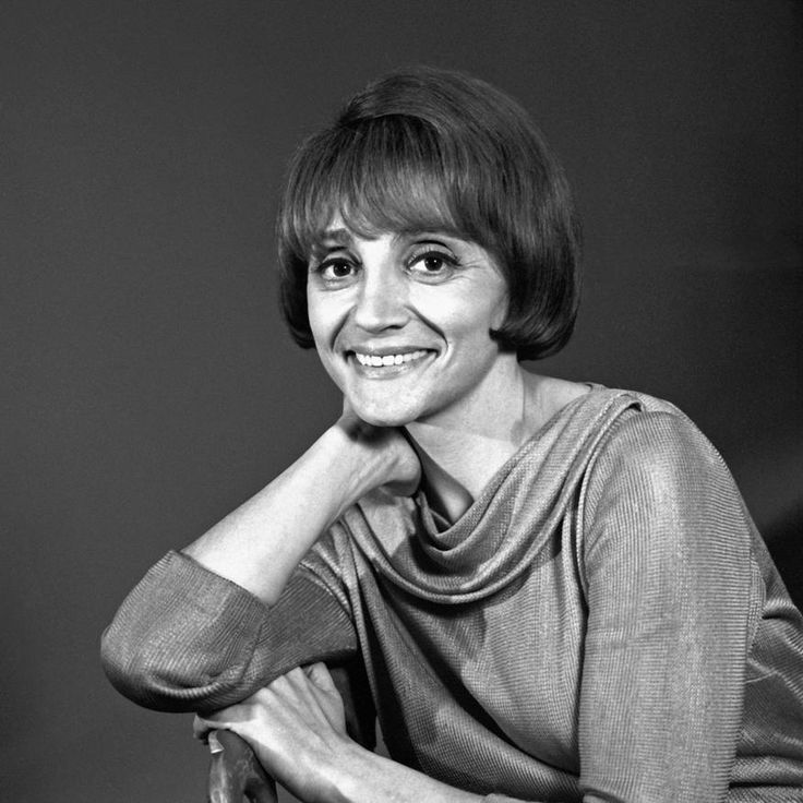 """L'INA  - Denise Glaser présentatrice de l'émission """"Discorama""""... ...réépinglé par Maurie Daboux웃.•*¨`*•❁"""
